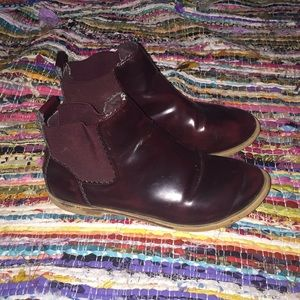 Maroon Chelsea Boots 🌿